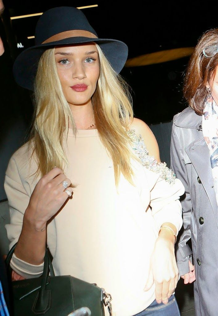 rosie-huntington-whiteley-fly-out-of-la-before-earthquake