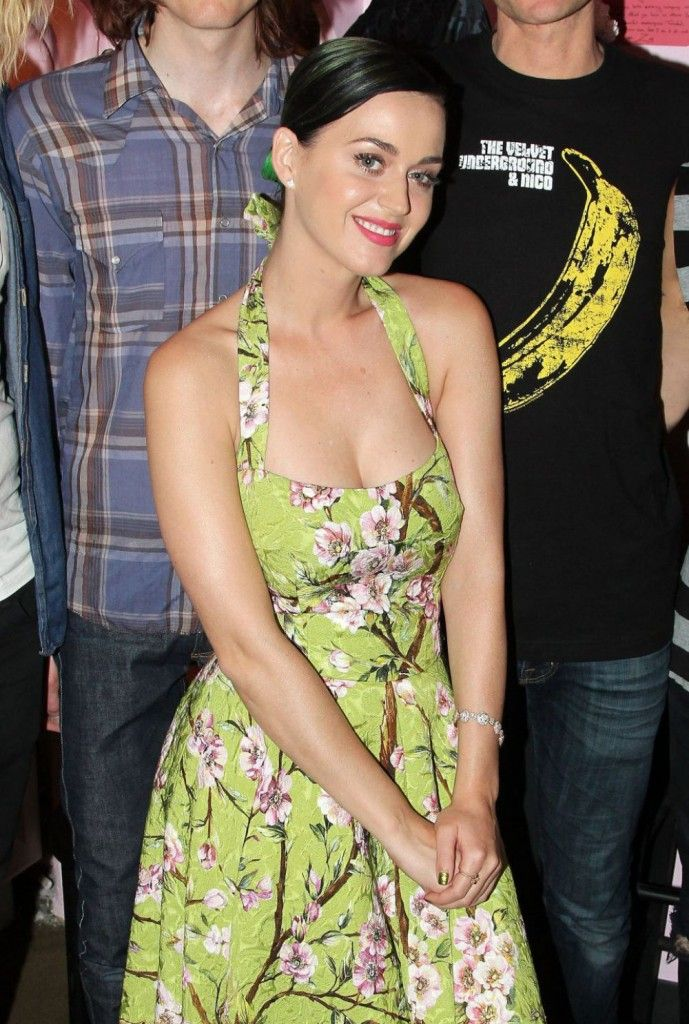 katy-perry-at-backstage-at-hedwig-and-the-angry-inch-on-broadway-wearing-dolce-gabbana
