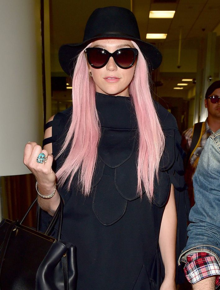 Kesha brightens up LAX with her Big Smile and Pink Hair