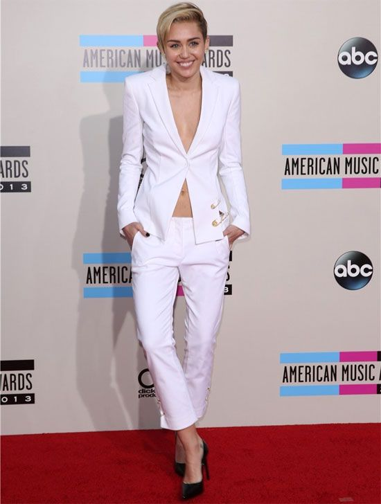Miley-Cyrus-american-music-awards-2013