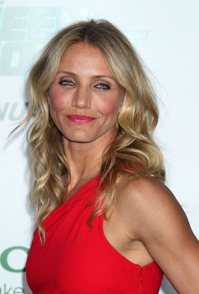 Cameron Diaz with Azzaro dress and fuchsia lips at Green Hornet première in L.A.