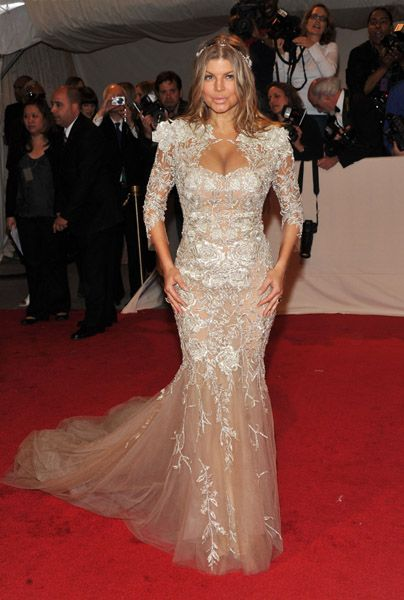Behati prinsloo wedding gown was first worn byfergie behati prinsloo wedding gown met gala 2011 25 junglespirit Image collections