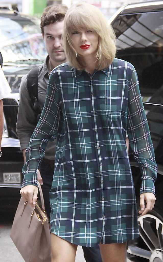 Exclusive - Taylor Swift  Greets Fans As She Makes Her Way Into Yahoo Offices