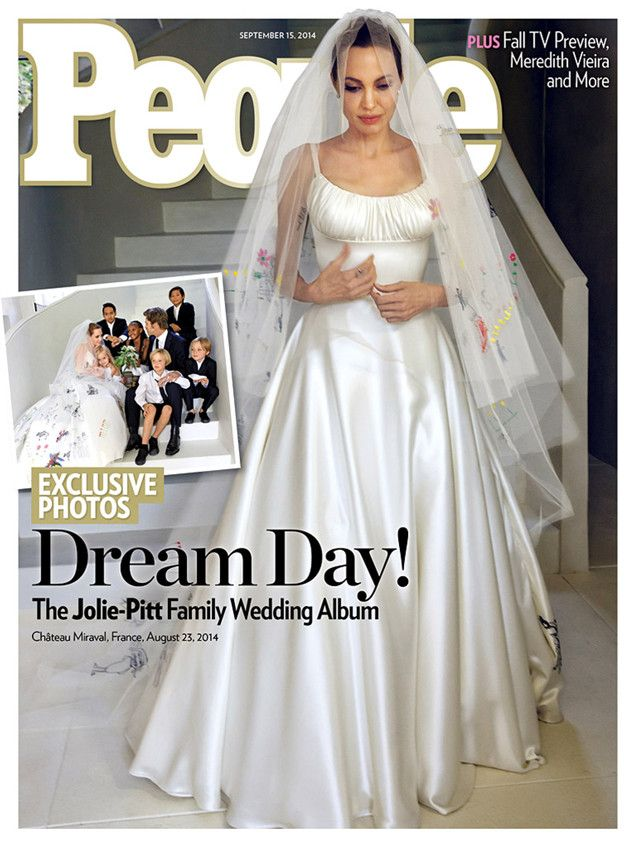 angelina-jolie-wedding-gown-by-atelier-versace-photos