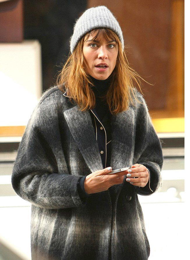 alexa-chung-in-tommy-hilfiger-yva-cocoon-coat-fall-winter-2014-15