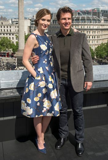emily-blunt-in-oscar-de-la-renta-blue-floral-dress-with-tom-cruise-london-photocall-edge-of-tomorrow