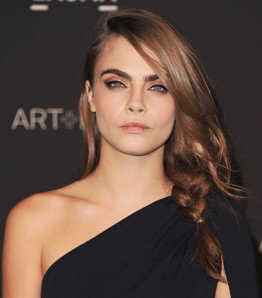Wait, what? Cara Delevingne has now light brown hair!