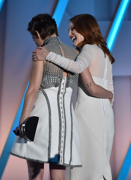 Kristen's frock from the back while onstage with Julianne Moore