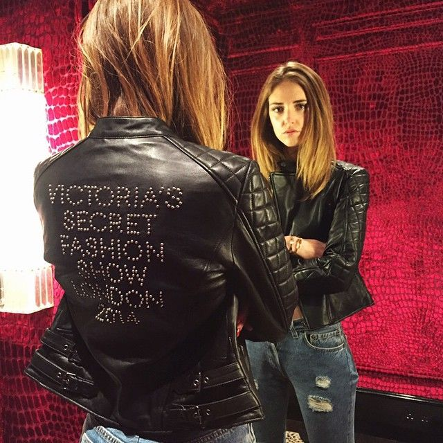 chiara-ferragni-victorias-secret-fashion-show-london-leather-jacket