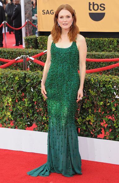 Julianne Moore looked gorgeous in an emerald green custom made Givenchy Haute Couture gown
