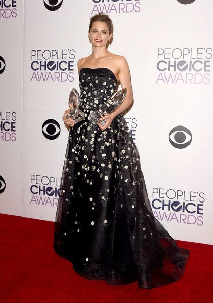 stana-katic-carolina-herrera-gown-at-the-41st-peoples-choice-awards