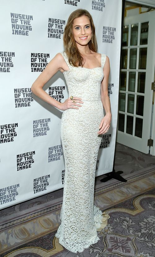 Allison Williams in white Dolce & Gabbana