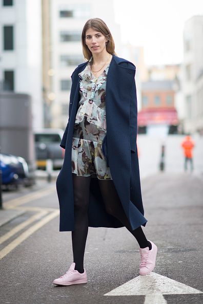 veronika-heilbrunner-lfs-fw15-street-style-adidas-by-raf-simons-stan-smith-pink