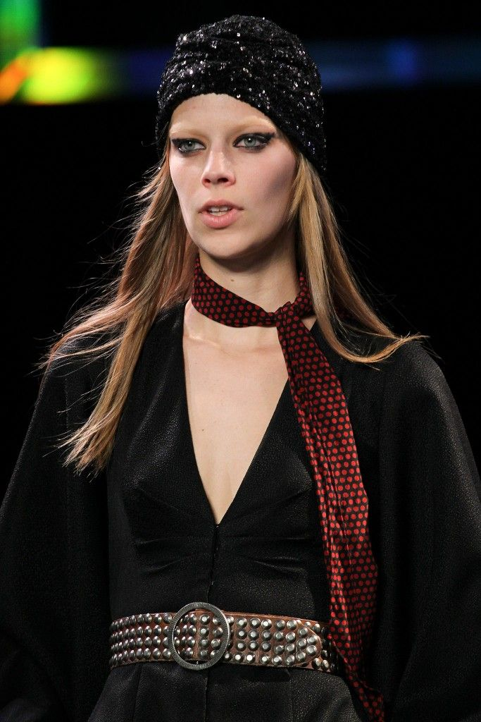 saint-laurent-paillettes-turban