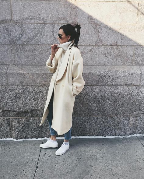 danielle-bernstein-cozy-oversized-coat-outfit-x-winter