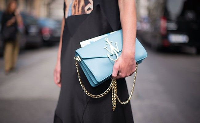 j-w-anderson-logo-purse-street-style-milan-fashion-week
