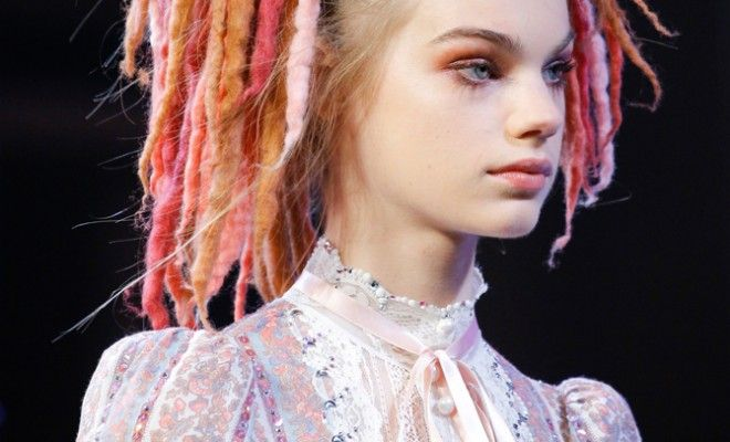 marc-jacobs-spring-summer-2017-candy-colored-dreadlocks-collection-runway-show-ss17