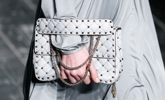 shop-valentino-rockstud-spike-chain-bag