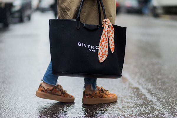 stockholm-fashion-week-ss17-street-style-givenchy-shopper-tote-bag