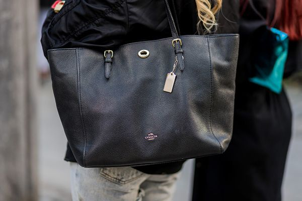 stockholm-fashion-week-ss17-street-style-coach-tote-bag