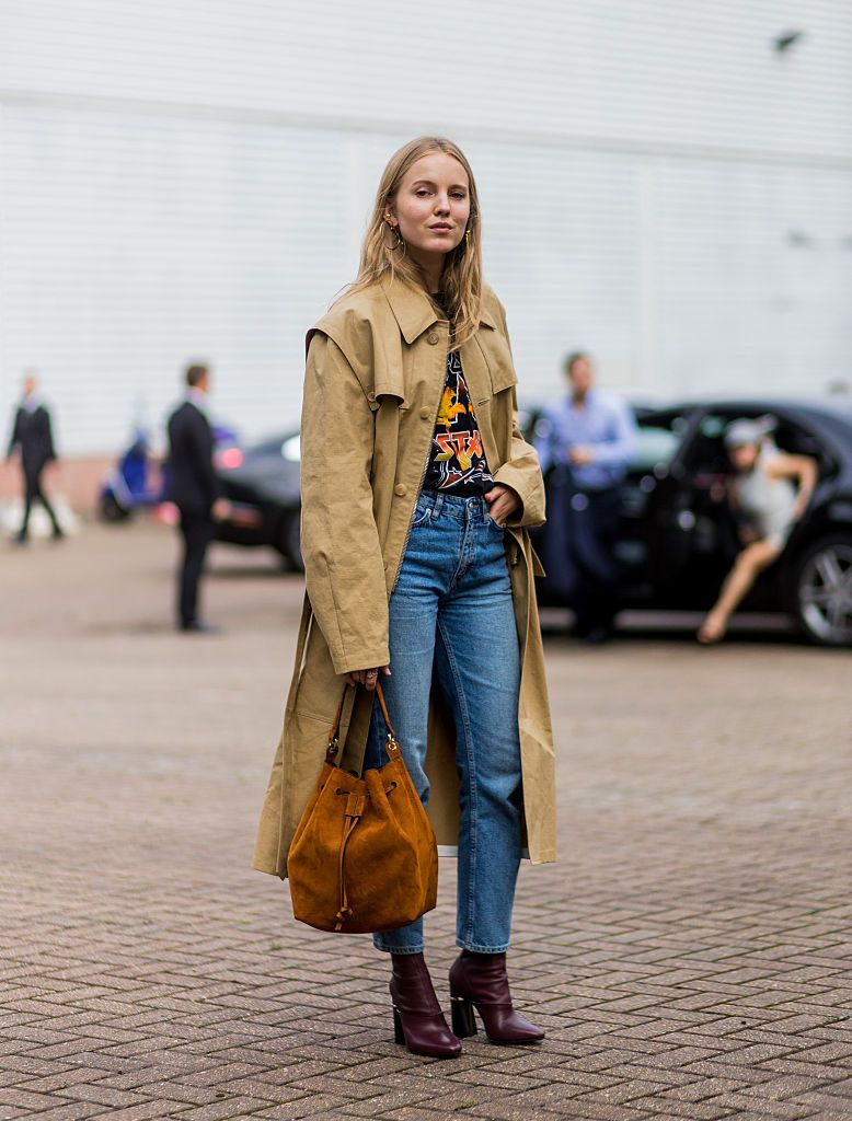 alexandra-carl-trench-coat-street-style-paris-fashion-week