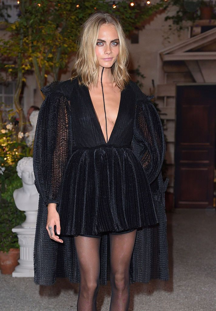 cara-delevingne-approved-halloween-look-inspired-outfit-front-row-burberry-ss17-london-fashion-week
