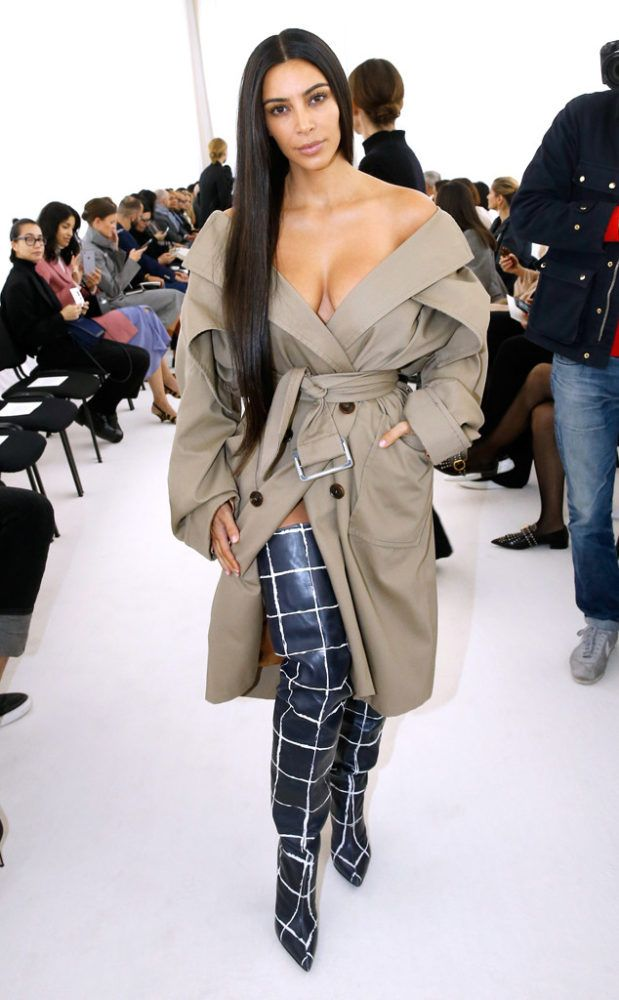 kim-kardashian-trench-coat-shoulders-off-balenciaga-spring-2017-front-row