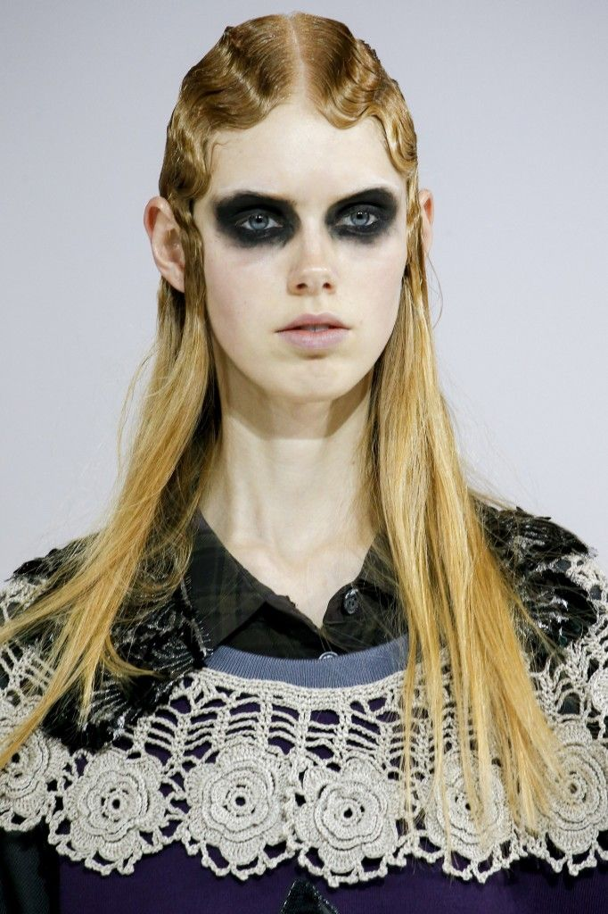 marc-jacobs-fall-2016-dark-makeup-detail