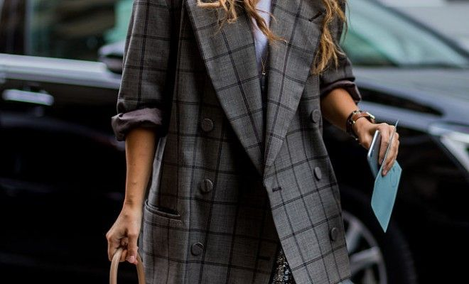 miroslava-duma-structured-shoulders-classic-blazer-feminine-outfit-street-style