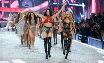 shop-victorias-secret-paris-runway-show-lingerie-collection