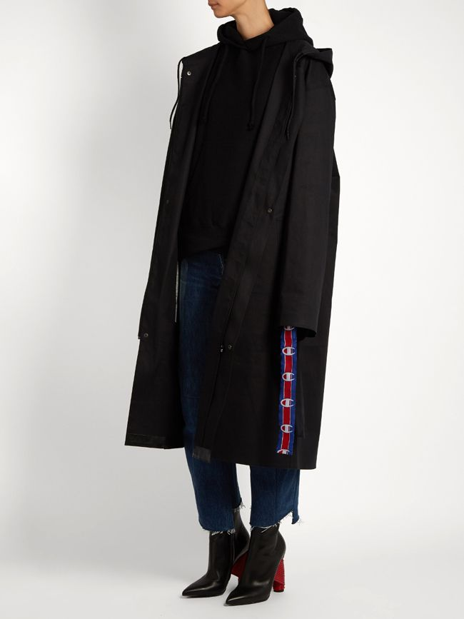 shop-vetements-x-mackintosh-oversized-hooded-raincoat