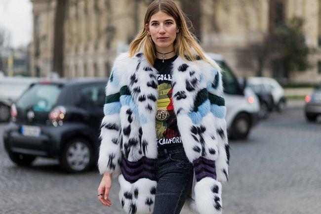 veronika-heilbrunner-fur-coat-chanel-haute-couture-spring-2017-fashion-show-outside-paris-street-style