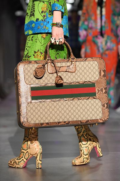 gucci-fall-2017-suitcase-gg-supreme