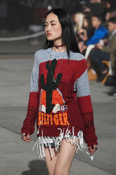 tommy-hilfiger-spring-2017-runway-show-tommyland-fringed-sweater-look