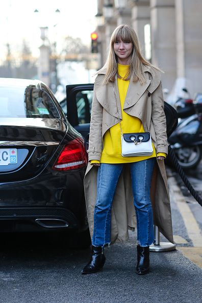 lisa-aiken-mini-pierce-bag-j-w-anderson-street-style-paris-fashion-week-fall-2017