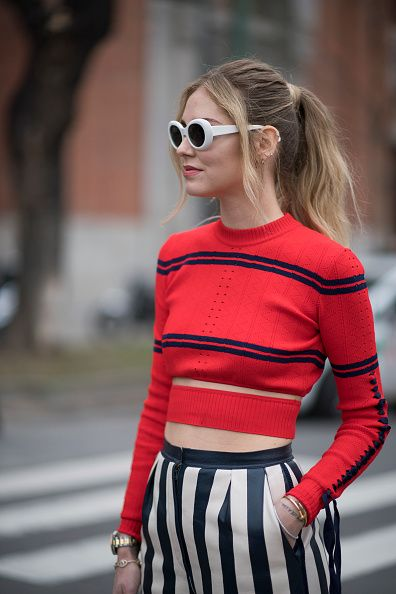 chiara-ferragni-fendi-cropped-sweater-stripes-spliced-waist-red-black-shop