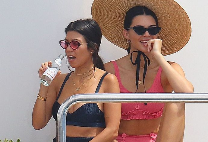 kendall-jenner-bikini-look-yacht-cannes-kourtney