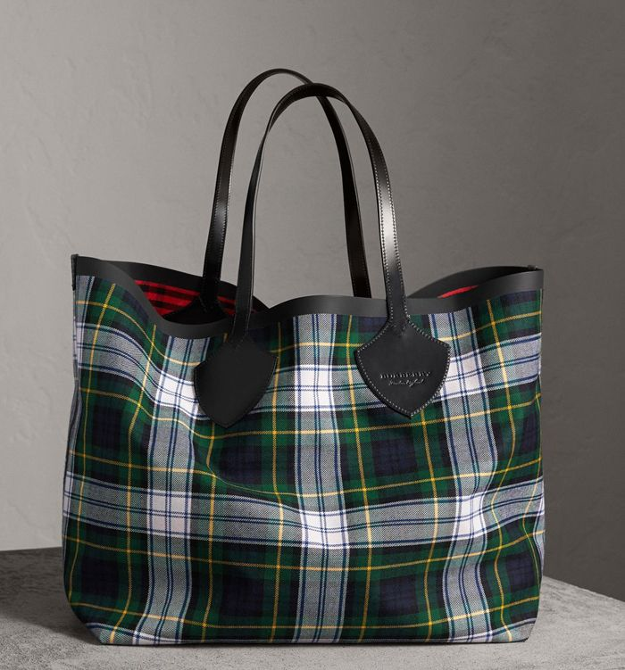 shop-burberry-giant-supersized-reversible-tote-bag-tartan-check-cotton