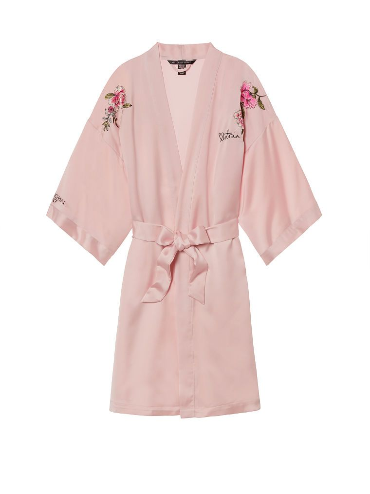 shop-victorias-secret-shanghai-fashion-show-millennial-pink-robe