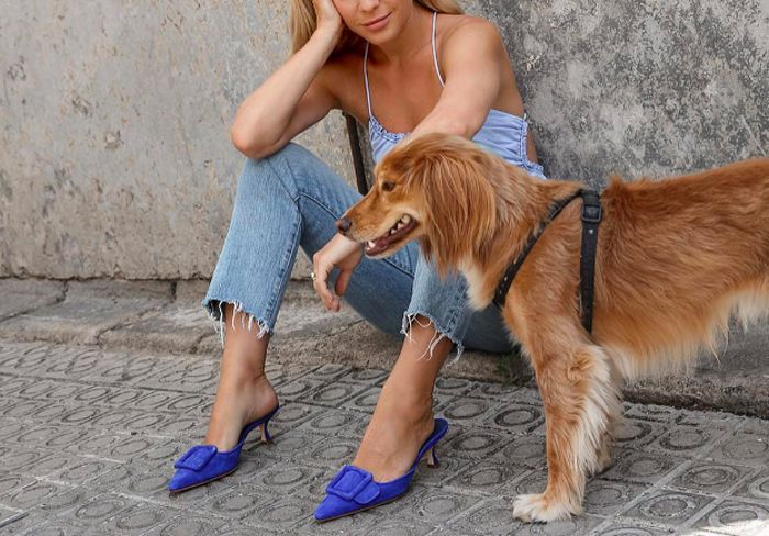 manolo-blahnik-maysale-50-mules-favorite-fashion-girls-instagram