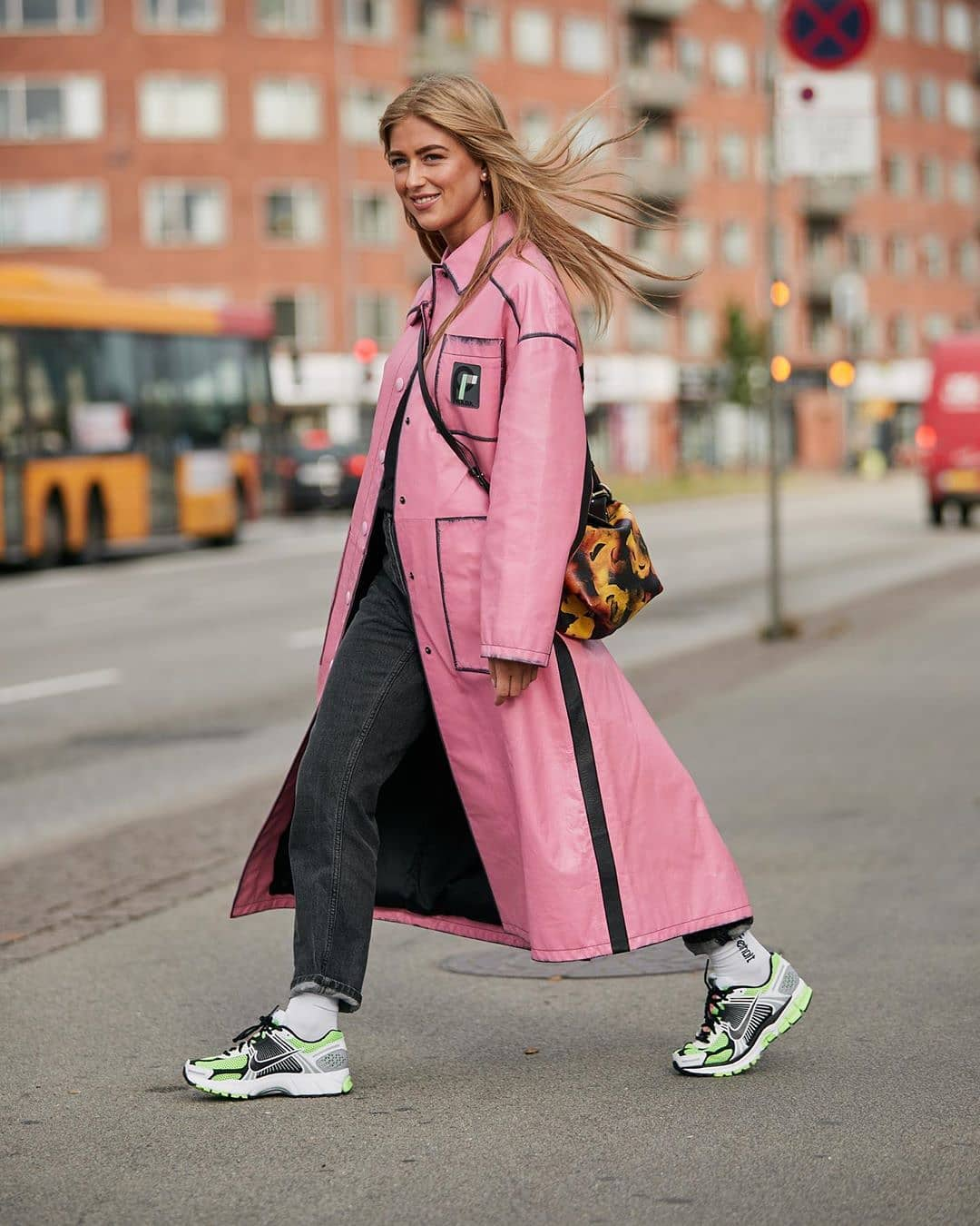emili-sindlev-nike-zoom-vomero-sneakers-outfit-fall