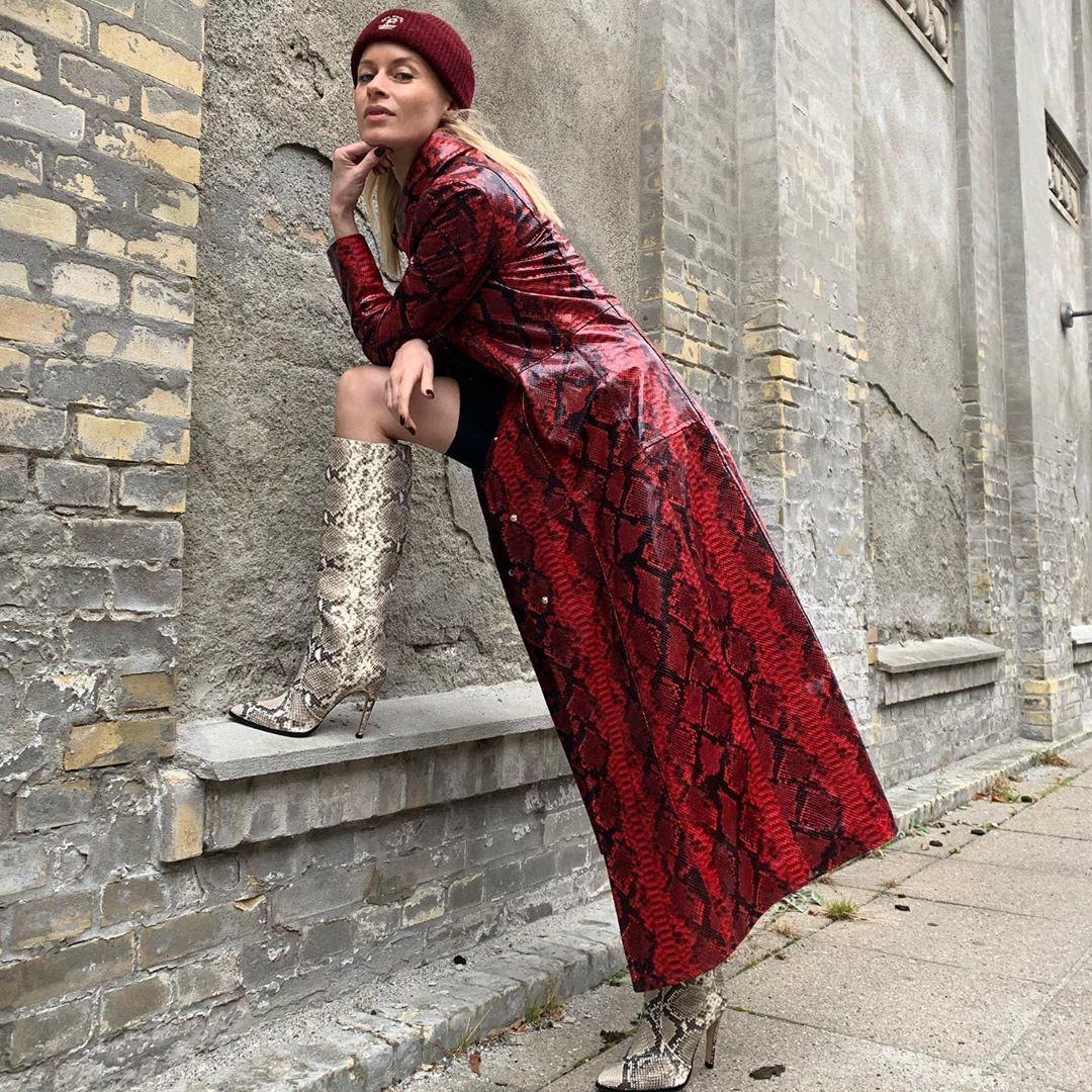 thora-valdimars-stand-studio-snake-effect-vegan-leather-coat-street-style-paris