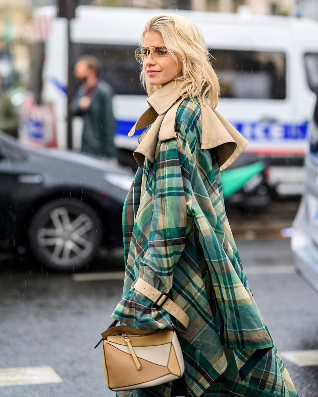 caro-daur-trench-coat-checks-london-street-style
