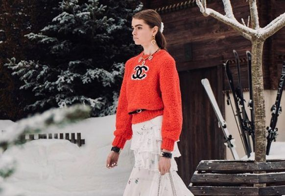 Influencers can't stop wearing this Chanel red wool and cashmere sweater (with logo)