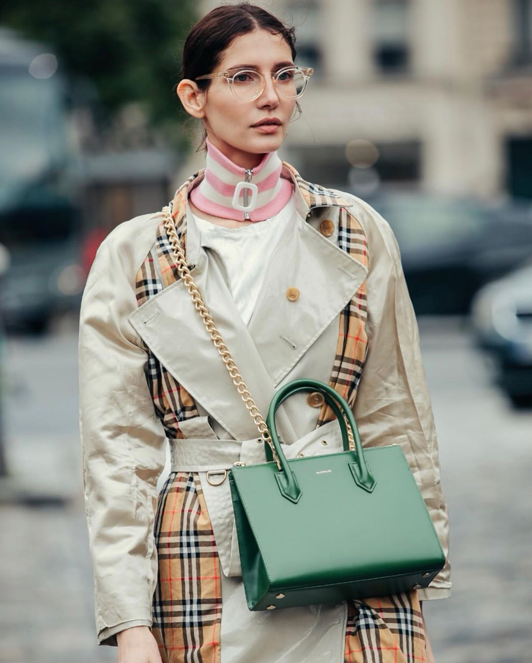 maria-zubtsova-burberry-vintage-check-trench-coat-street-style-fall-2019