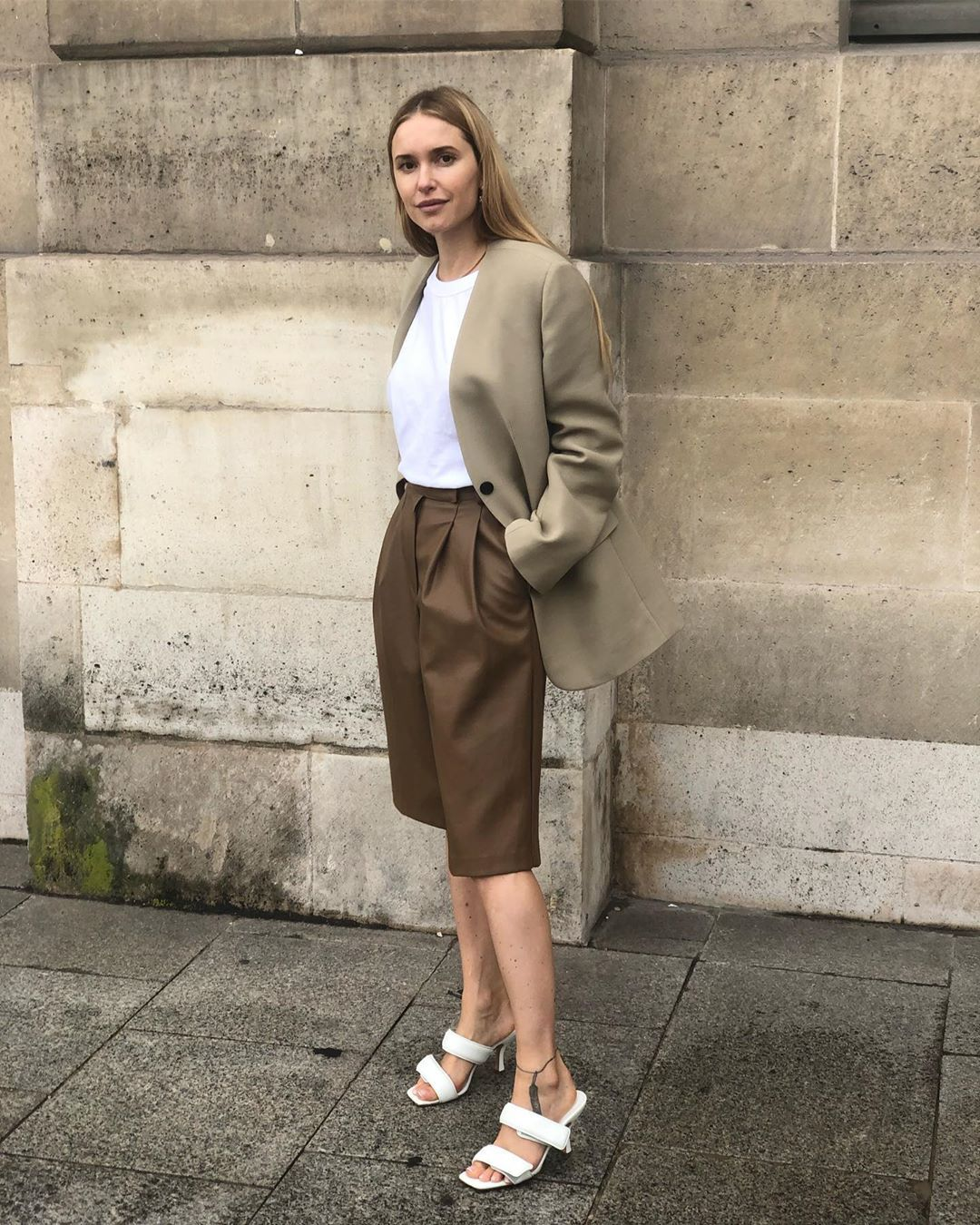 pernille-teisbaek-pleated-bermuda-shorts-fall-2019-outfit