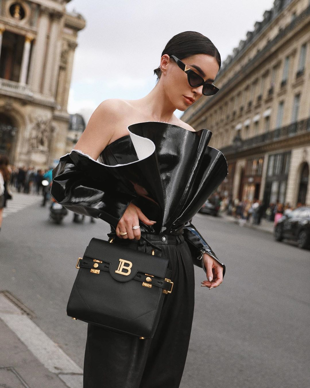 brittany-xavier-balmain-b-buzz-23-black-grained-leather-tote-instagram
