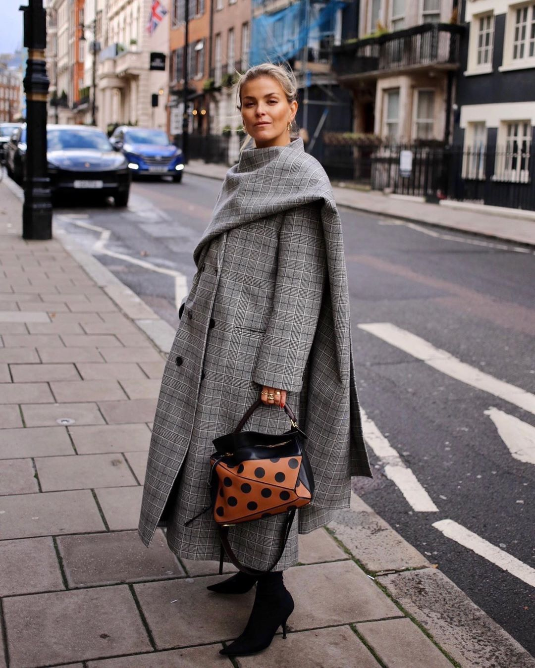 janka-polliani-balenciaga-checked-coat-with-scarf-outfit-instagram