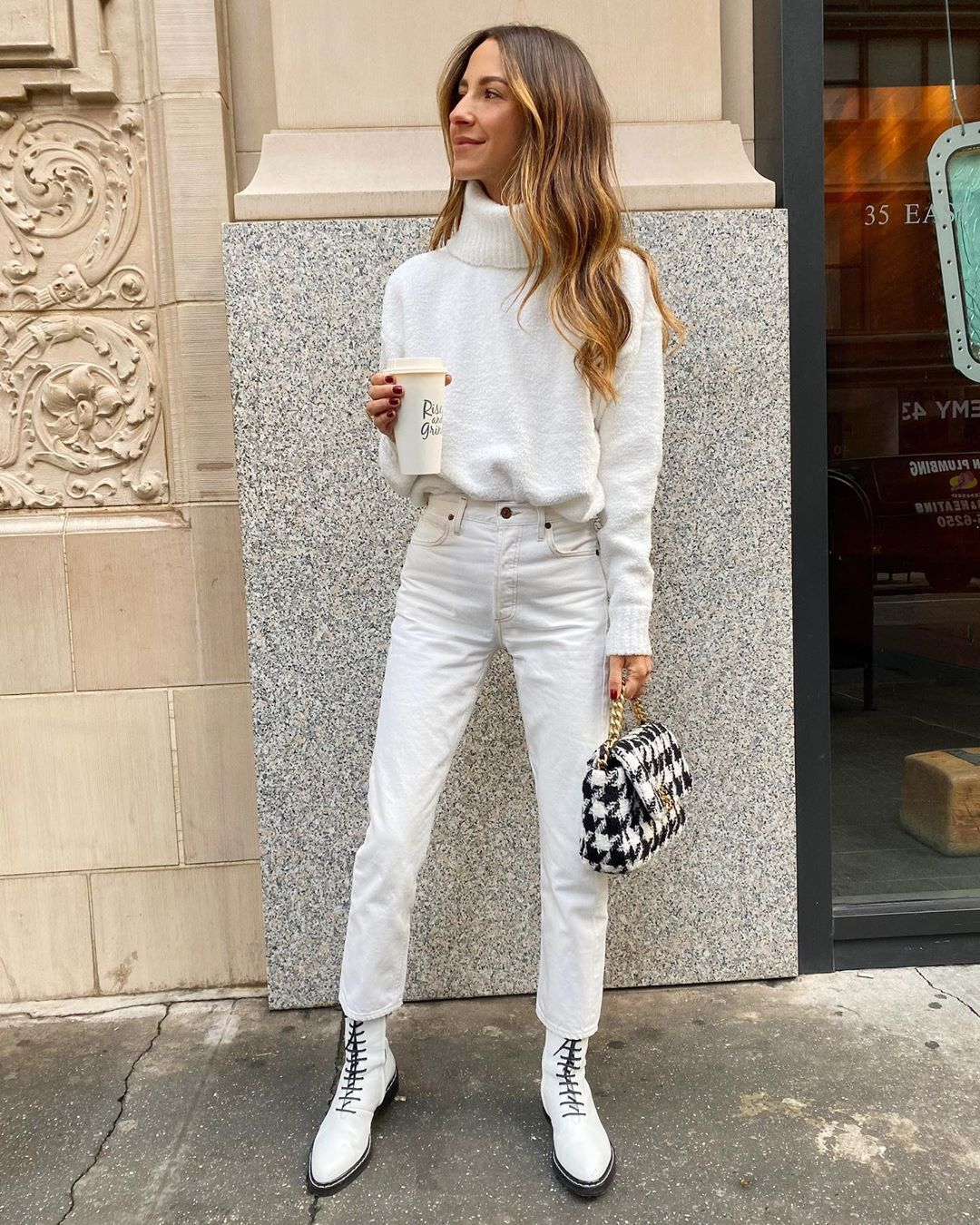 arielle-charnas-winter-white-look-instagram