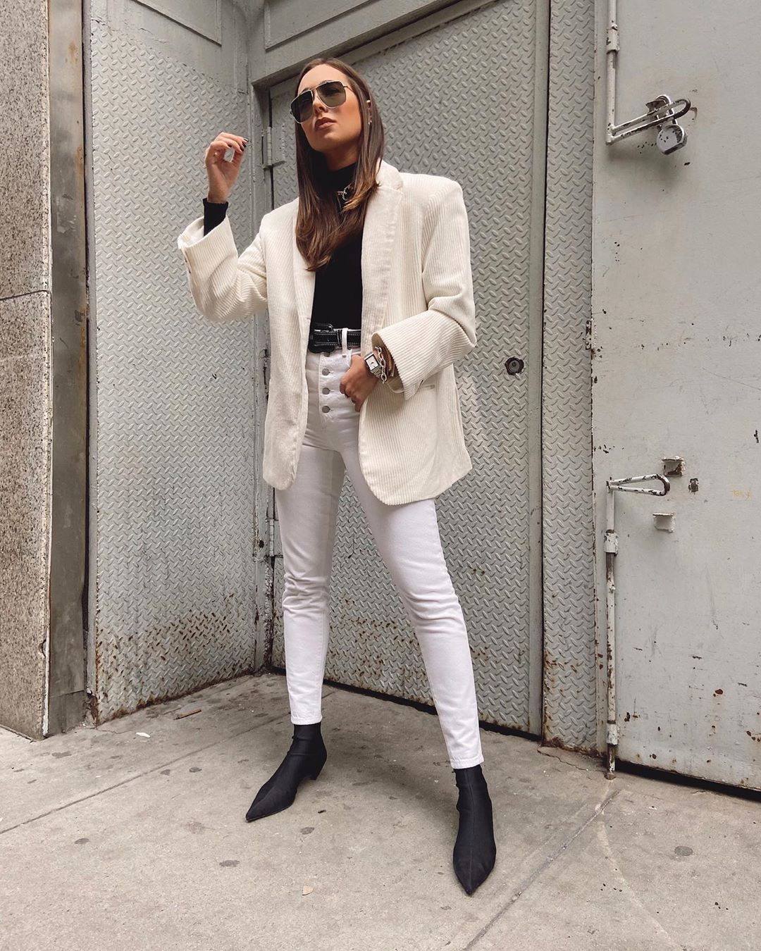 danielle-bernstein-winter-white-look-instagram